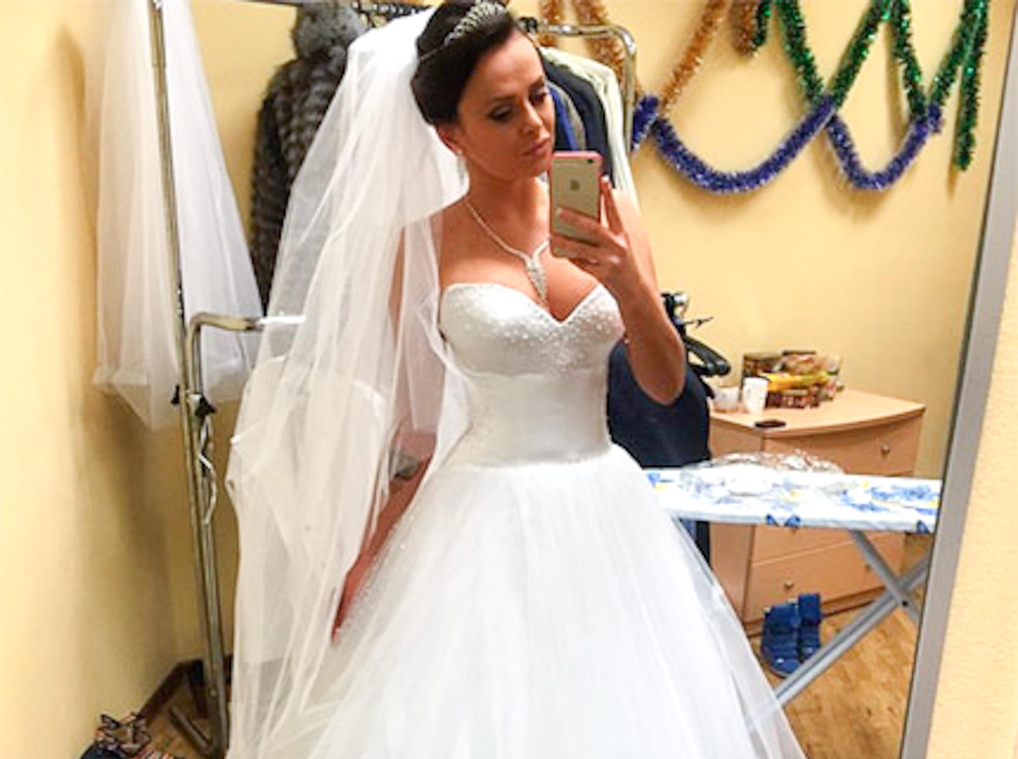 735a03c36781ab0 Дом-2 новости: Виктория Романец в свадебном платье сделала предложение  Андрею Черкасову, Элина Камирен попала в больницу вместе с дочерью  Александрой