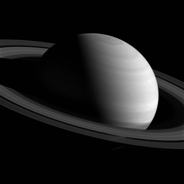 Сатурн предстал на новом снимке зонда