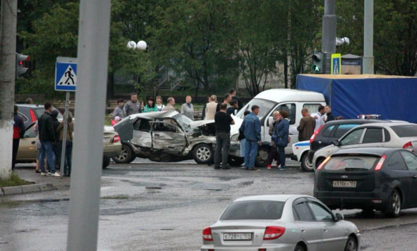 «Газель» расплющила угнанную «десятку» с пьяными подростками в Пермском крае