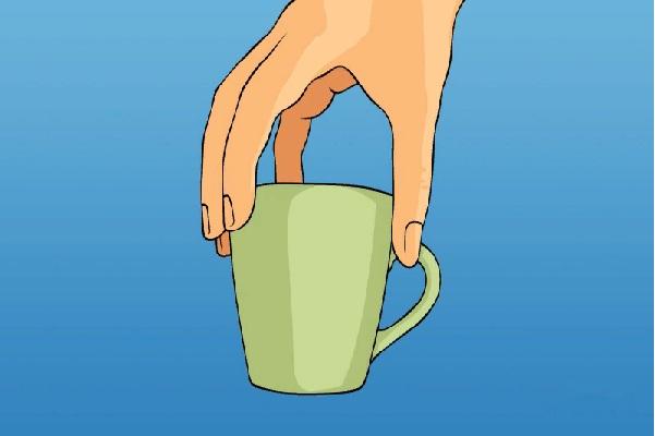 Характер_по_манере_держать_чашку_какой_характер_у_человека_как_он_держит_в_руках_чашку_держит_пальцами_сверху_за_ободок