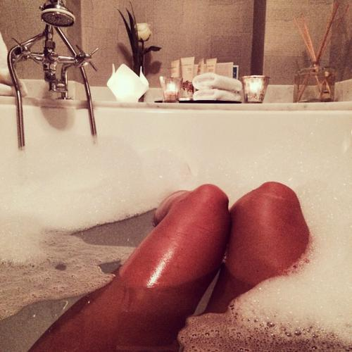 Певица Глюкоза взбудоражила поклонников интимным фото в ванной