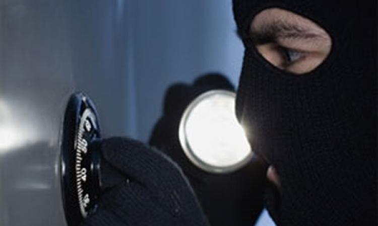 Похищение крупной суммы. взломанный сейф, кража денег из бухгалтерии.