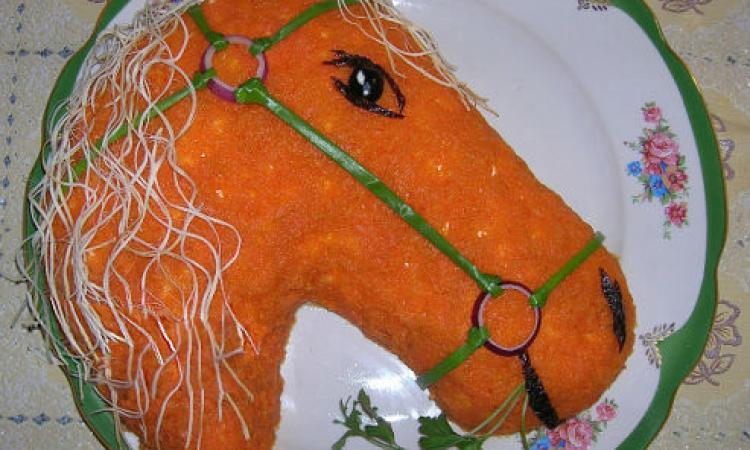 тарелка с салатом Лошадь