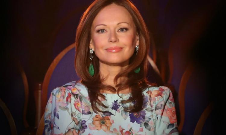 Ирина Безрукова реализует одеяние, вкотором выходила замуж