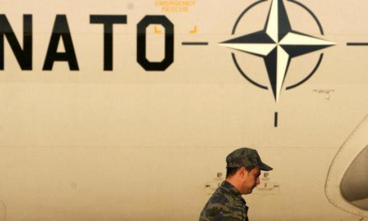 НАТО предупреждает террористов: наступление наДонбассе неприемлемо