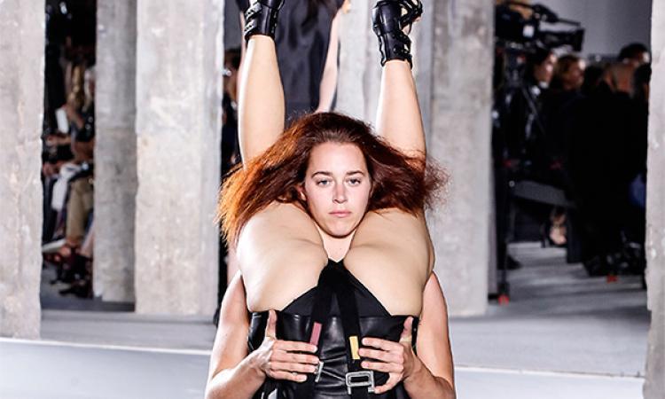НаНеделе моды встолице франции живые модели превратились водежду