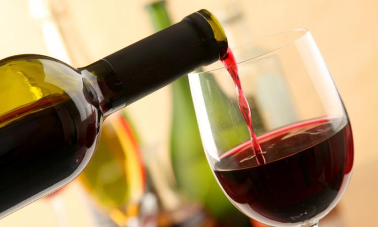Вино защищает человека от сердечно-сосудистых заболеваний
