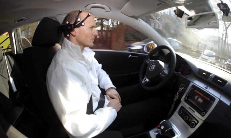 В Китае разработан управляемый при помощи мысли человека автомобиль