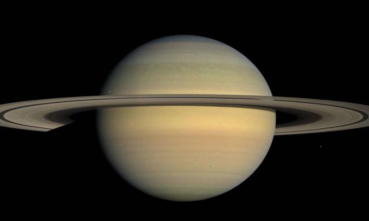 NASA опубликовало высококачественные снимки спутников Сатурна- Тефии и Прометея