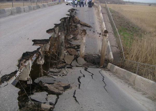 В Кабардино-Балкарии из-за дождей обрушился мост
