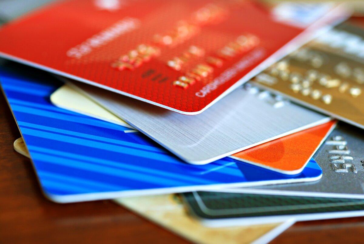 Кредитные карты на столе