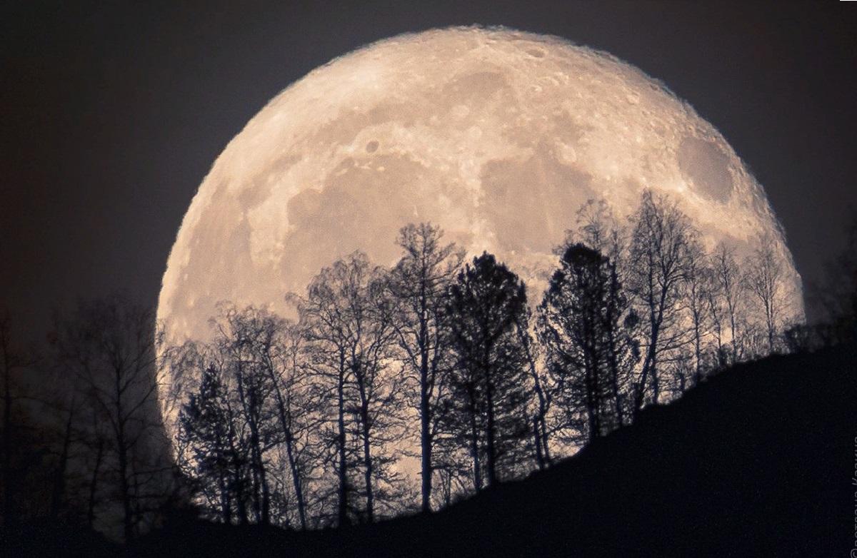 фото гигантской луны также благотворно