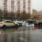 Москва переживает удар стихии: повалены деревья, рекламные щиты, есть погибшие