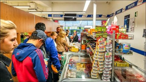 Жители Германии смели товары с полок магазинов российской сети
