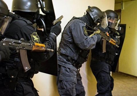 В городе Бердск силовики штурмом взяли здание МВД, чтобы задержать замначальника местного отдела полиции