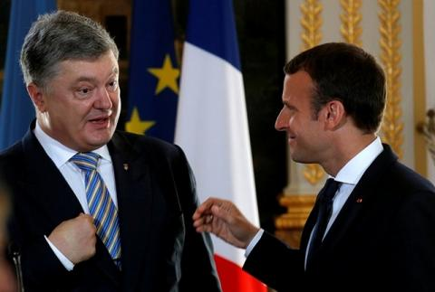 У Порошенко не нашлось слов после встречи с Макроном
