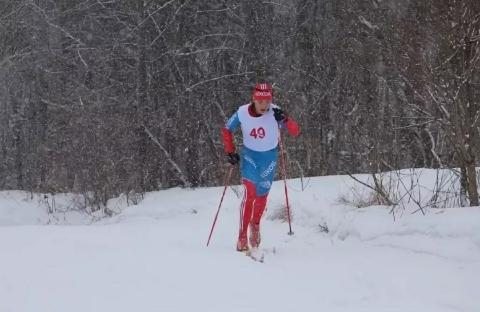 Дисквалифицирован российский лыжник