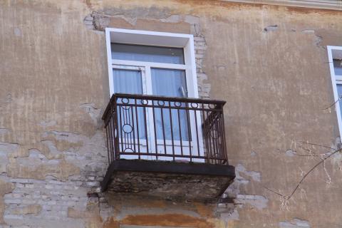 В Астрахани балкон рухнул вместе с людьми