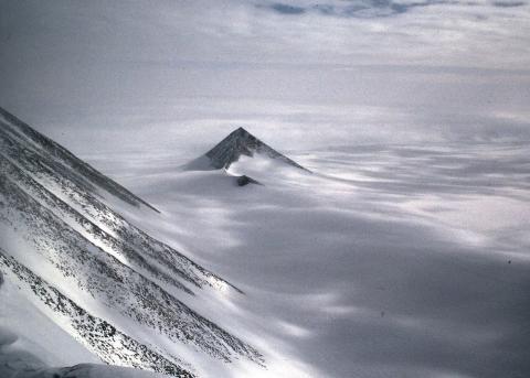 В Антарктиде обнаружена гигантская пирамида
