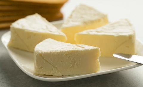 Роскачество проверило плавленый сыр