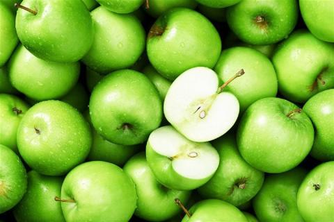 Врач рассказала, кому нельзя есть зеленые яблоки