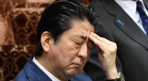 Абэ на могиле отца поклялся поставить точку в переговорах с Россией