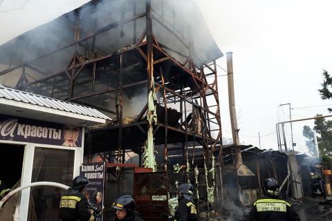 В Сочи в крупном пожаре погибли 8 человек из-за непотушенного мангала