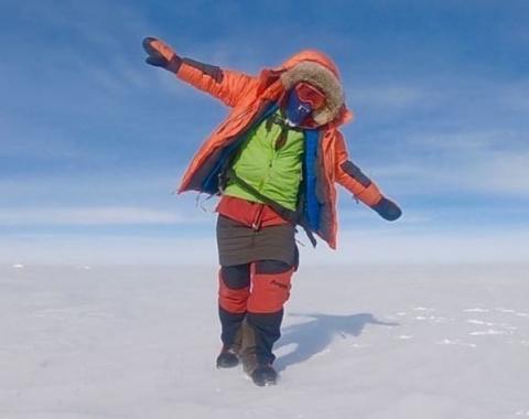 Впервые в истории Антарктиду пересекли на лыжах