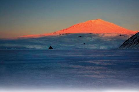 Антарктида «пышет жаром» на другие материки, необычное явление зафиксировали ученые