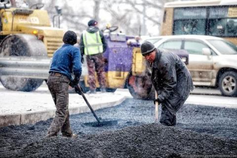 в Ростове наказали дорожников за укладку асфальта в снег