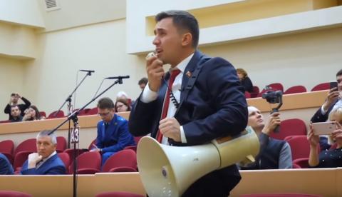 Навальный похвалил саратовского депутата Бондаренко за рупор
