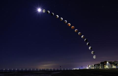 Астроном-любитель часами сидит на морозе ради эффектных фотографий звёздного неба