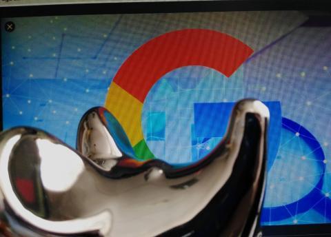 Google продвигает крупных клиентов в поиске
