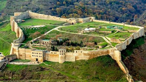 Крепость Нарын-кала в Дагестане
