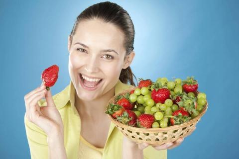 девушка и ягоды