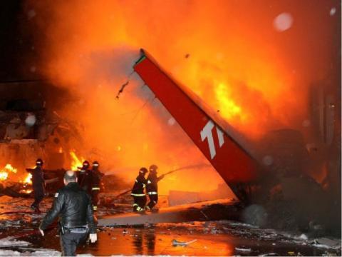 самолет горит