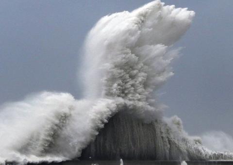 тайфун Джеби