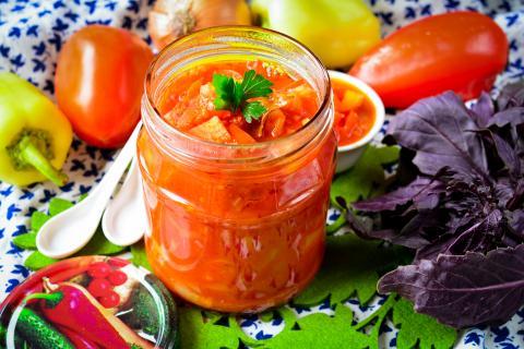 Как приготовить вкусное лечо из помидоров и болгарского перца на зиму в домашних условиях