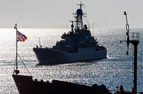 самолёт США атаковал корабли России