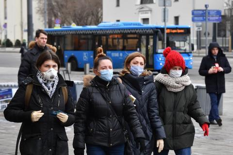 люди маска коронавирус россия