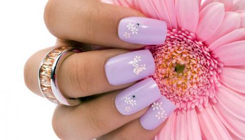 Модный минимализм на ногтях: маникюр с мини-рисунками, лаконичная красота и простота, фото