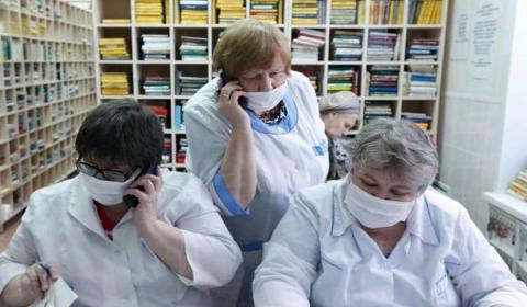 работники регистратуры поликлиники