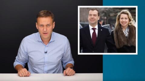 Навальный обвинил Медведева