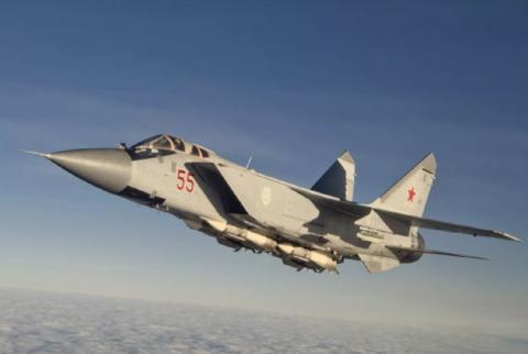 Российский истребитель сопроводил военный самолет США над Чукотским морем