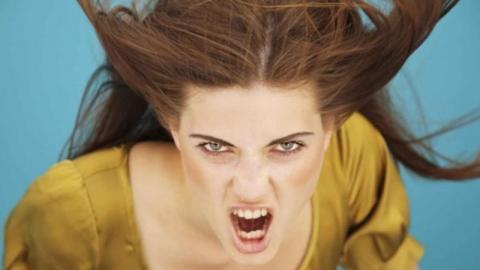 Психологи выяснили, почему матери более «злые», чем отцы