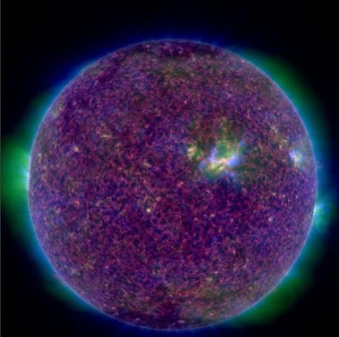 Ученые NASA показали, как выглядит фиолетовое Солнце