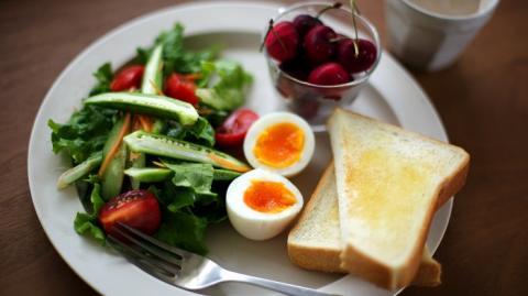 Специалисты выяснили, почему не стоит отказываться от завтрака