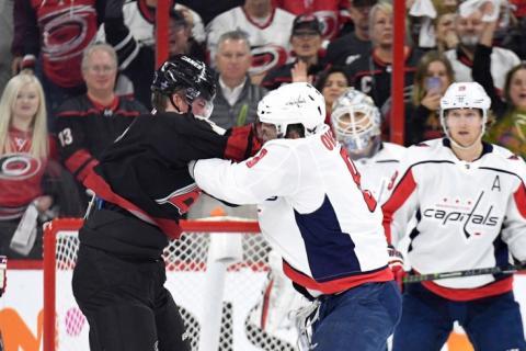 Нокаут на льду НХЛ: Овечкин и Свечников подрались