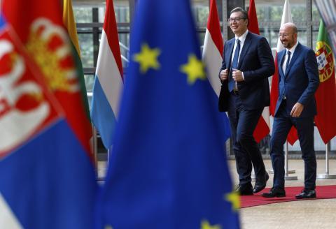 Переговоры Сербия Косово флаги