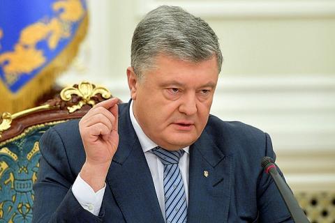 Порошенко покинул здание администрации президента Украины